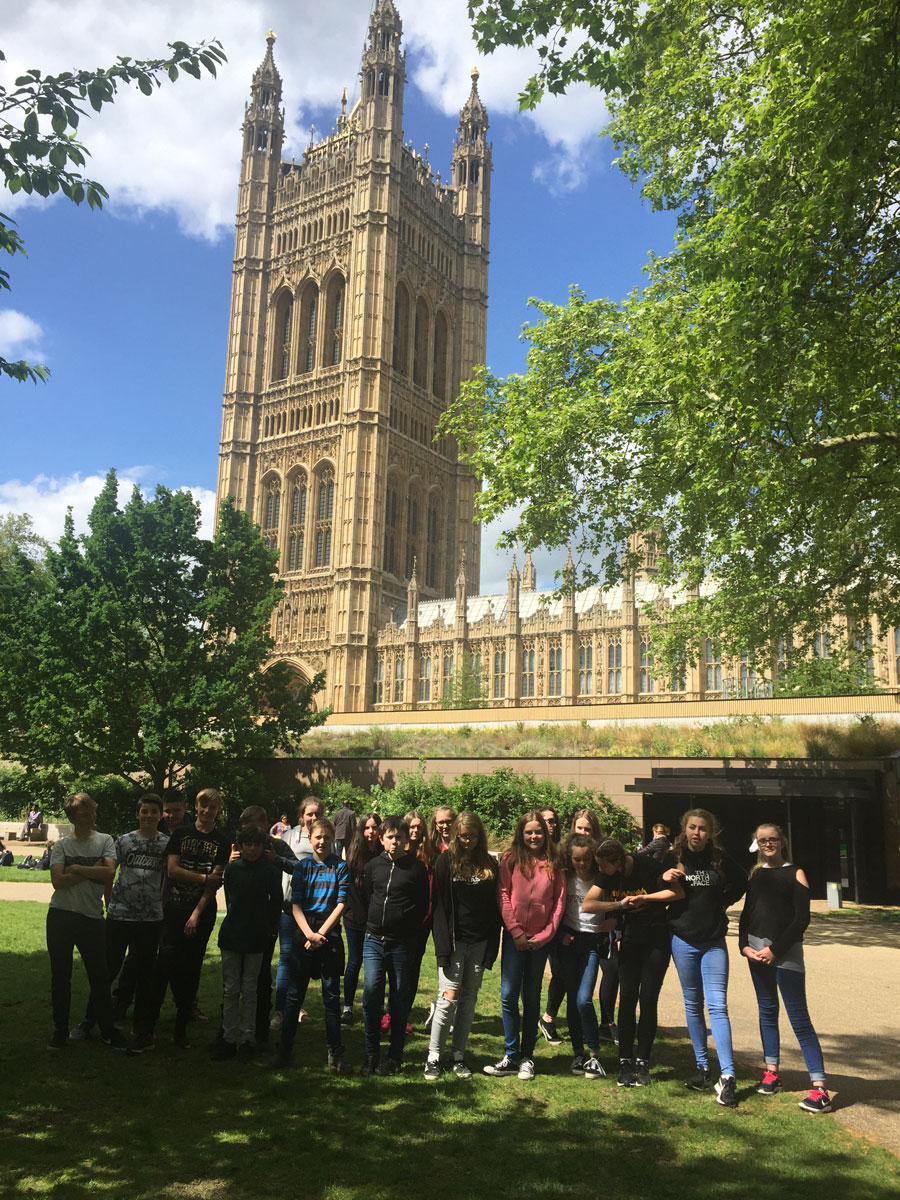Year 8 students outside Houses of Parliament website